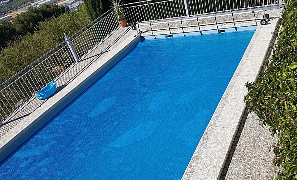 Toldos antonio manta t rmica para piscinas for Calentar agua piscina